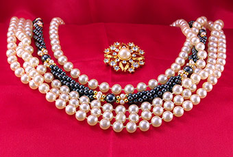 Pearl Necklaces for Valentine's Day Gift